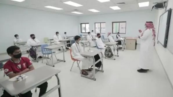 Saudi students return to school after 17 months