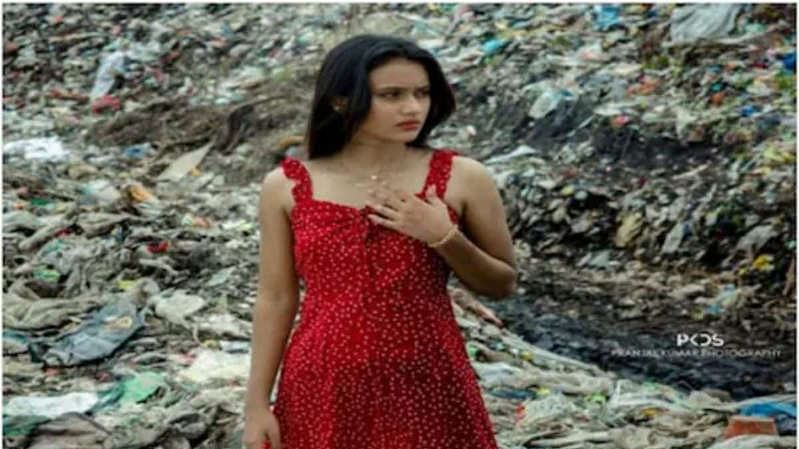 Miss Jharkhand walks on garbage heap in Ranchi to draw government's attention