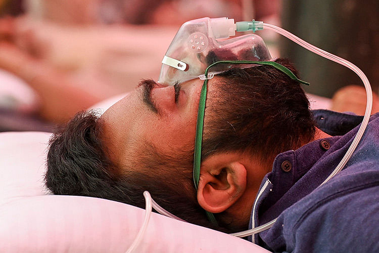 India sees sharp dip in daily COVID-19 cases for second straight day