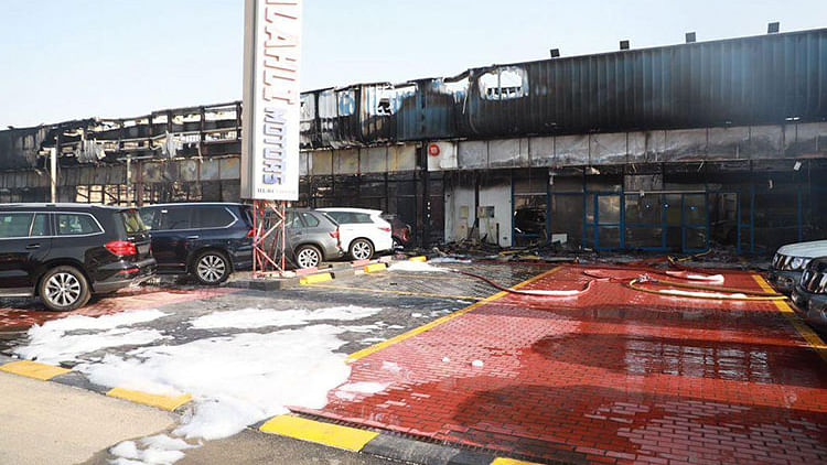 Massive fire damages 55 cars in 8 showrooms in Dubai