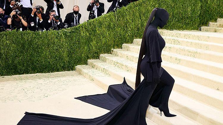 Kim Kardashian divides viewers after arriving in black bodysuit at Met Gala