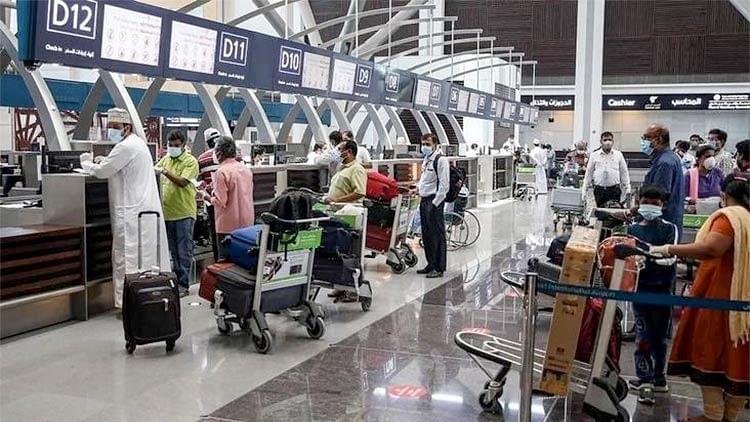 Oman delays, reschedules flights because of cyclone Shaheen