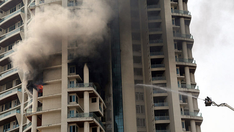 Fire breaks out in Mumbai building, one dead