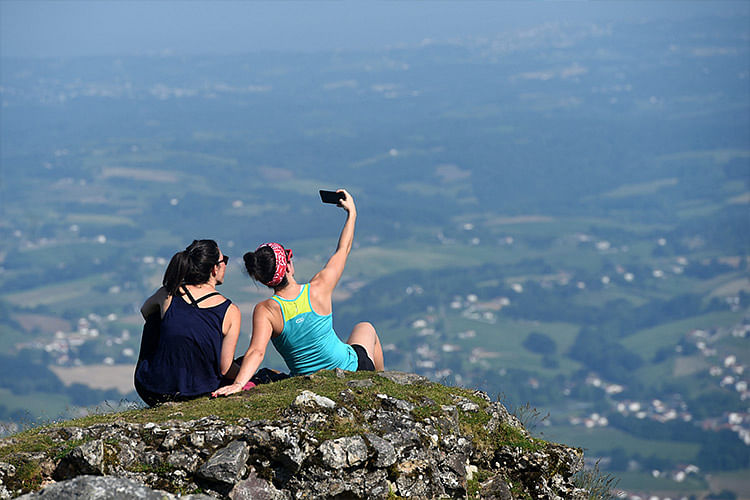 Selfie accidents are on the rise again around the world