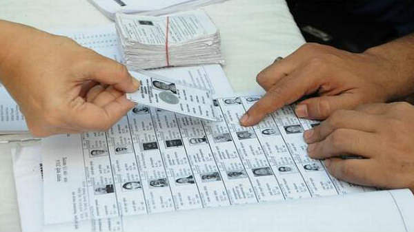 இந்த 12 ஆவணங்களை ஆதாரமாகக் கொண்டு வாக்களிக்கலாம் - தேர்தல் ஆணையம்
