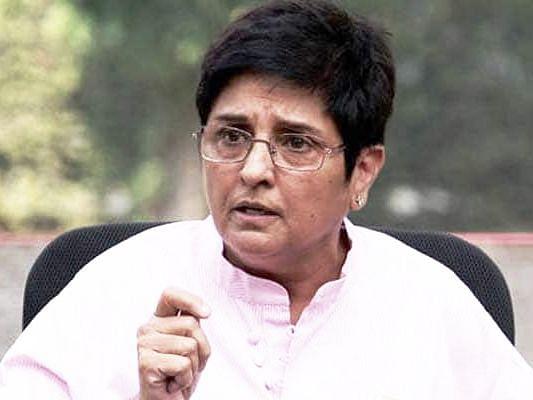 கிரண்பேடிக்கு செக்: புதுச்சேரி ஆளுநர் மீது மாணவர் கூட்டமைப்பினர் புகார்