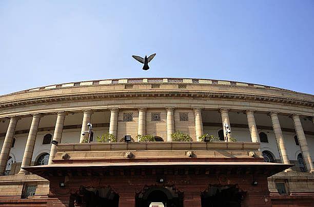 17-வது மக்களவை: புதிதாக தேர்ந்தெடுக்கப்பட்ட எம்.பிக்களில் 43% பட்டதாரிகள்!