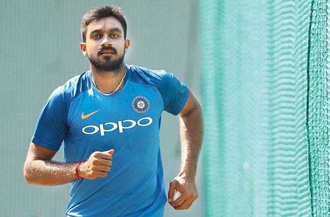 உலகக்கோப்பை 2019 : தவான், புவனேஷ்வர் குமாரை தொடர்ந்து விஜய் சங்கருக்கும் காயம் !