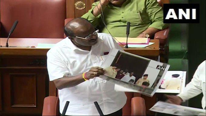 """""""ஆளுநர் அனுப்பும் கடிதங்களிலிருந்து என்னைக் காப்பாத்துங்க"""" : கர்நாடகா முதல்வர் குமாரசாமி வேண்டுகோள் !"""