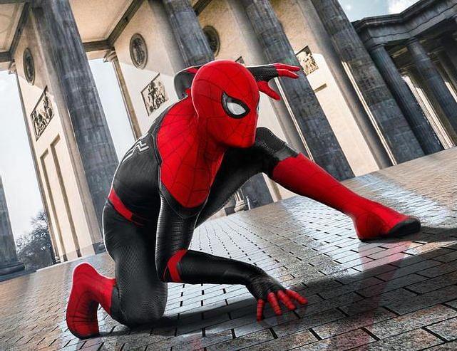 சிக்கலான கதை.. திரைக்கதையில் அத்தனை உழைப்பு : 'Spiderman : Far From Home' விமர்சனம்!