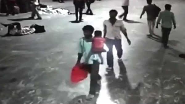 சென்ட்ரல் ரயில் நிலையத்தில் கடத்தப்பட்ட குழந்தையை 48 மணி நேரத்தில் மீட்ட காவல்துறை : குவியும் பாராட்டுகள்