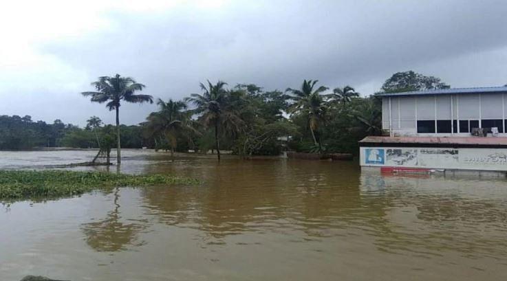 கேரளாவை அச்சுறுத்தி வரும் கனமழை : பல மாவட்டங்களுக்கு 'ரெட் அலெர்ட்'!