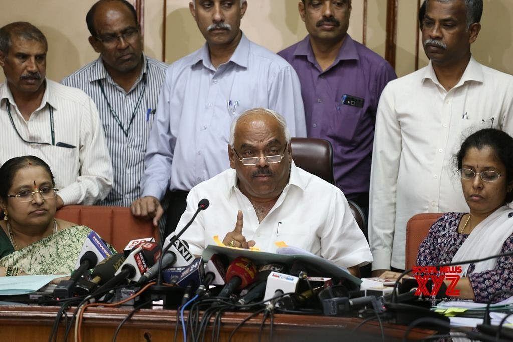 கர்நாடகாவில் அதிருப்தி எம்.எல்.ஏக்கள் மூன்று பேர் தகுதி நீக்கம்: சபாநாயகர் ரமேஷ்குமார் அதிரடி!