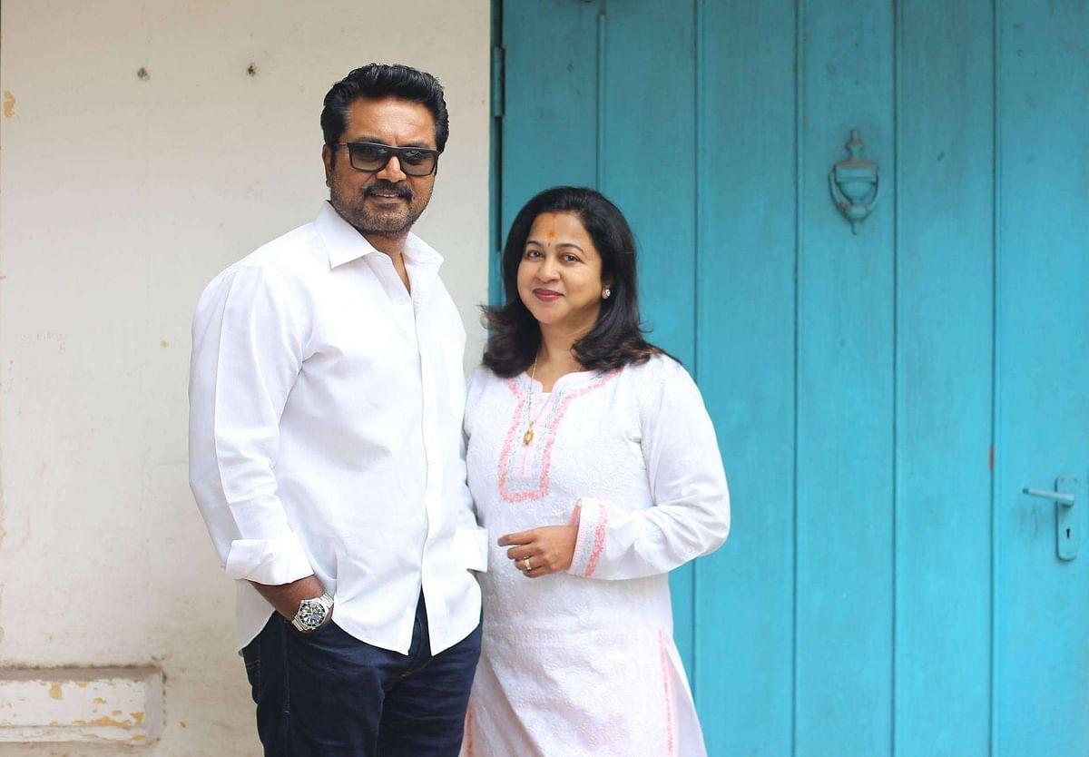 காசோலை மோசடி வழக்கில் நடிகர் சரத்குமார் மற்றும் நடிகை ராதிகாவிற்கு வாரண்ட் !