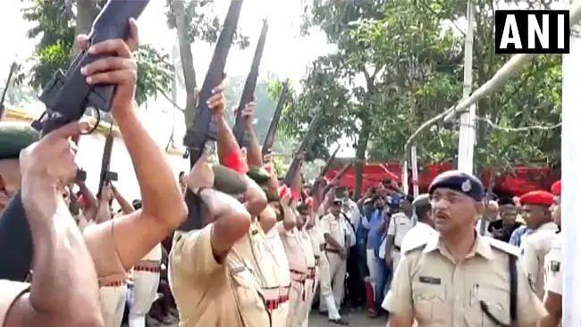 முன்னாள் முதல்வர் இறுதிச்சடங்கில் சுடாமல் போன 22 துப்பாக்கிகள் : கோபத்தில் முகம் சிவந்த முதலமைச்சர்