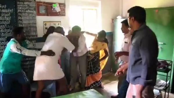 பள்ளிக்கூடத்தில் நடந்த 'அந்த'சம்பவம்: ஆசிரியருக்கு தர்ம அடி- பொதுமக்கள் ஆவேசம்!