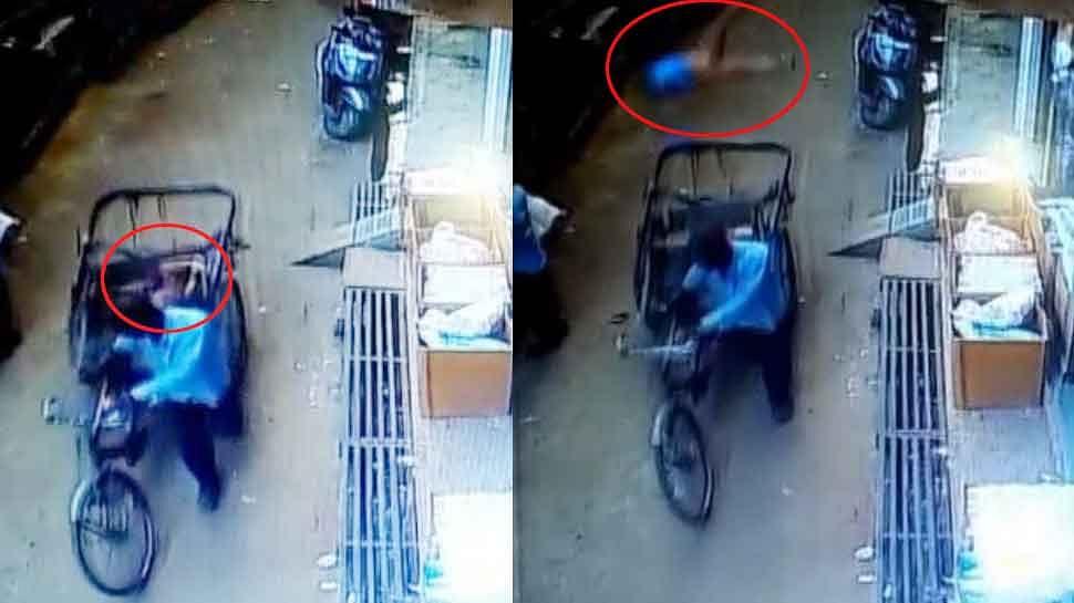 2வது மாடியில் இருந்து தவறி விழுந்த குழந்தை; சொல்லி வைத்தது போல் வந்த ரிக்ஷா - அதிர்ச்சி VIDEO