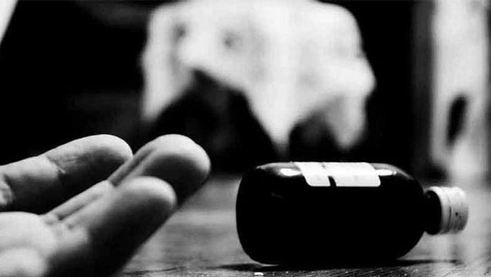 பொய் வழக்கு போட்ட போலிஸார்... ஃபேஸ்புக் LIVE போட்டு தற்கொலைக்கு முயற்சித்த இளைஞரால் கரூர் அருகே பரபரப்பு!