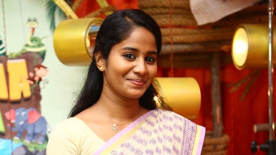 விஜய் 64 ஷூட்டிங் ஸ்பாட் படங்களை பகிர்ந்த 'பவி டீச்சர்' : வாழ்த்து மழை பொழியும் ரசிகர்கள்!