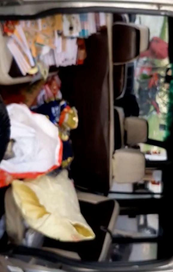 வாக்காளர்களுக்கு வழங்க பரிசுப்பொருளுடன் சென்ற அ.தி.மு.கவினரின் வாகனம் பறிமுதல்; திருவள்ளூரில்  அதிரடி!