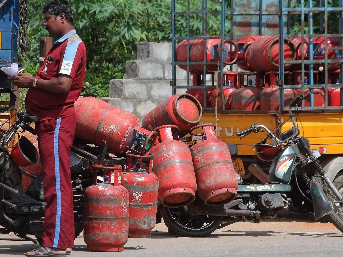 'காஸ் சிலிண்டர்' டெலிவரி செய்வோருக்கு 'டிப்ஸ்' : என்ன சொல்கின்றன காஸ் நிறுவனங்கள்?