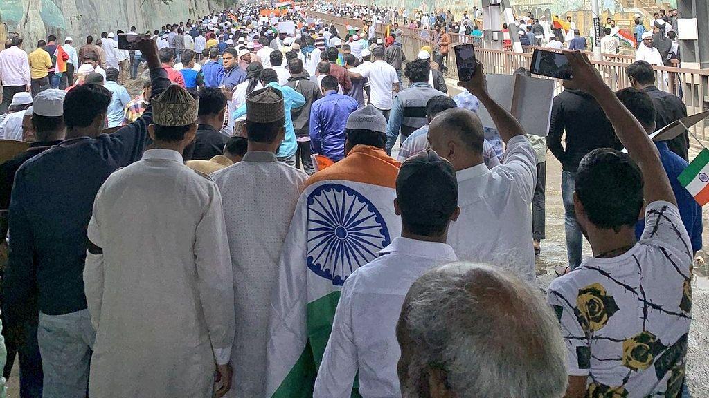 LIVE #CAA : குடியுரிமை சட்ட திருத்தத்தை கண்டித்து இஸ்லாமிய அமைப்புகள் சென்னையில் பேரணி!