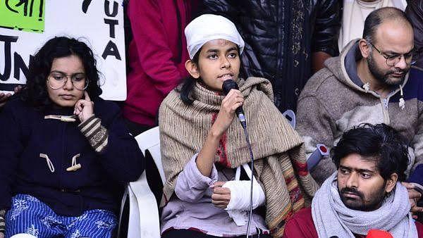 தாக்குதலில் பாதிக்கப்பட்ட JNU மாணவர்கள் மீதே வழக்கு பதிவு: டெல்லி போலிஸார் அராஜகம் - மாணவர்கள் அதிர்ச்சி!
