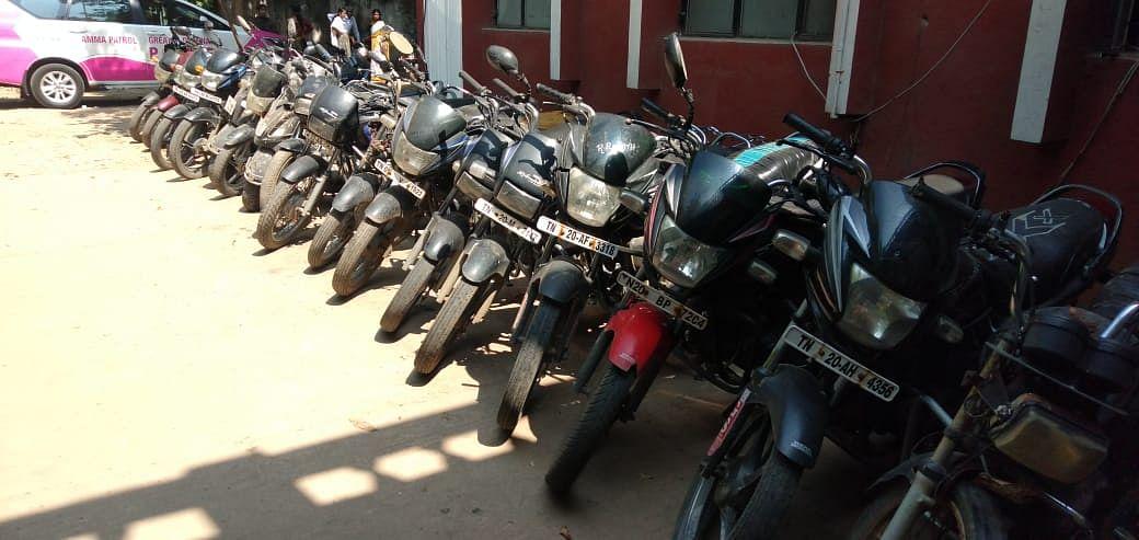 3 பேர் 100 பைக்குகள் - போலிசுக்கு தண்ணி காட்டிய திருட்டு கும்பல் சென்னையில் சிக்கியது!