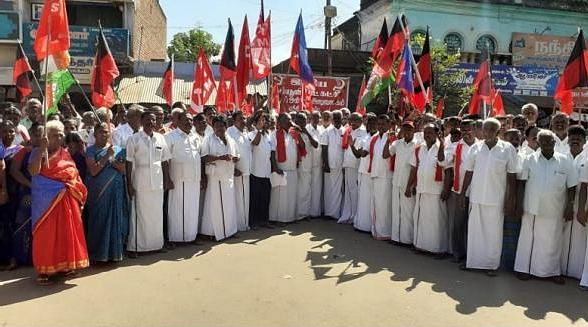 """""""ஒன்றிய தலைவர் தேர்தல் முடிவுகளை அறிவிக்க வேண்டும்"""" - தி.மு.க கூட்டணி கட்சியினர் ஆர்ப்பாட்டம்!"""