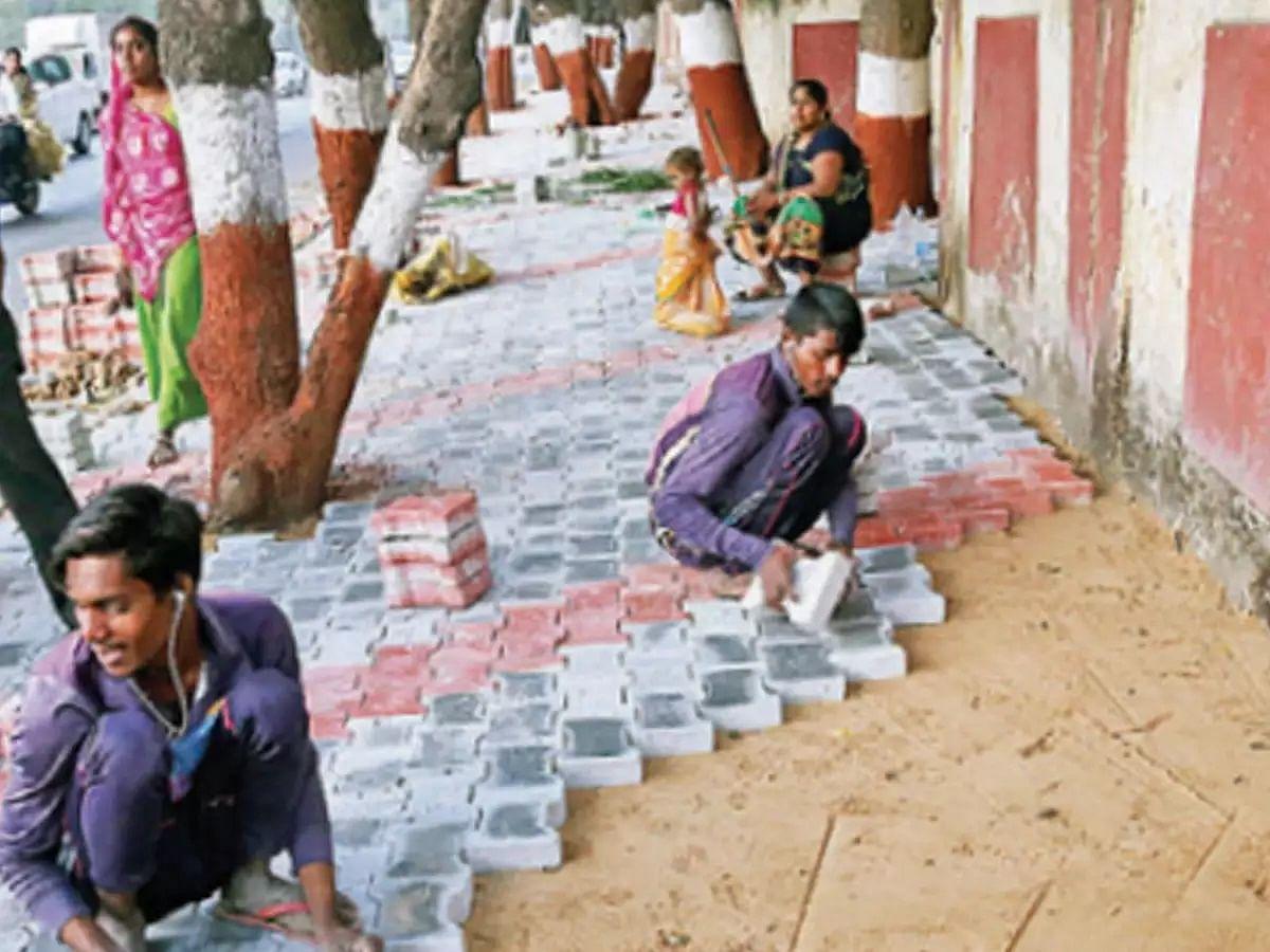 இந்தியா வரும் ட்ரம்ப்... 3 மணி நேர பயணத்துக்கு 100 கோடி செலவு செய்யும் மோடி அரசு - இது குஜராத் கூத்து !