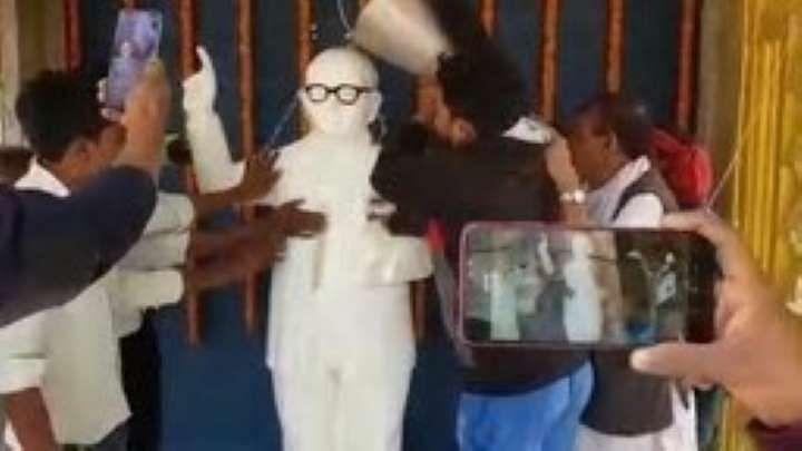 பா.ஜ.க அமைச்சர் மாலையிட்ட அம்பேத்கர் சிலையை கங்கை நீர் கொண்டு சுத்தப்படுத்திய RJS தொண்டர்கள்!