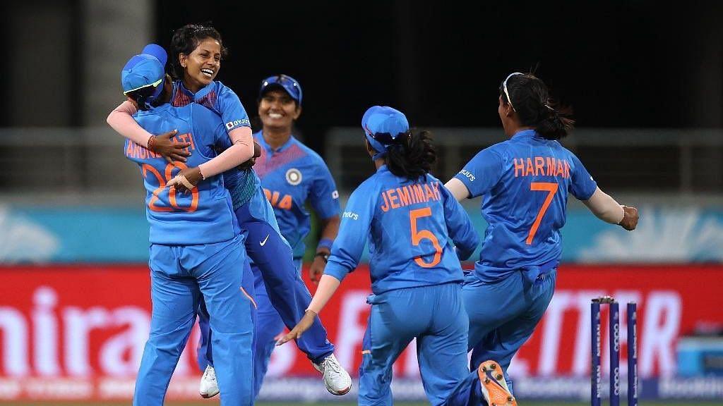 T20 WorldCup : வெற்றிநடையை தொடருவார்களா 'இந்திய சிங்கப்பெண்கள்'? - INDvsBAN நாளை பலபரீட்சை!