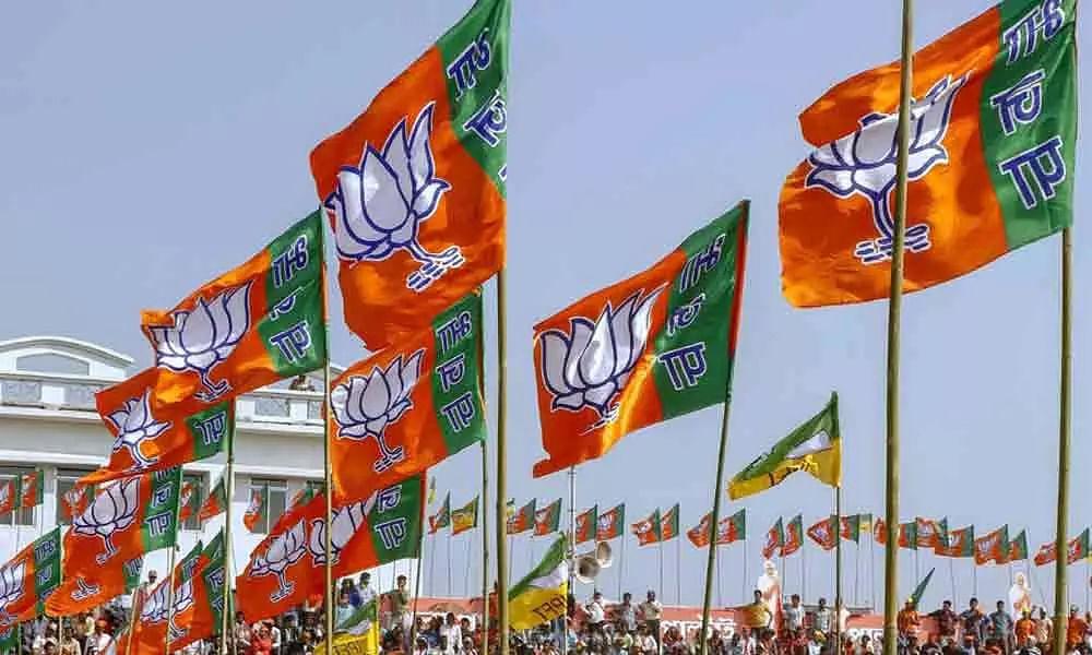 ம.பி-யை தொடர்ந்து குஜராத்திலும் வேலையைக் காட்டிய பா.ஜ.க - காங்கிரஸ் MLAக்கள் பதவி விலகல்!