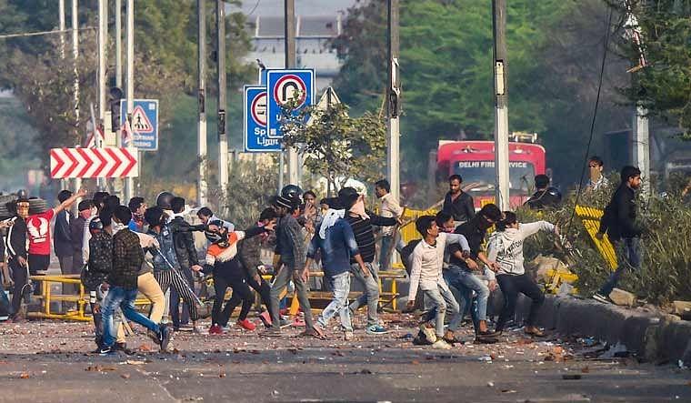 """DelhiRiots : """"முஸ்லிம்கள் மீது கல்வீச உதவியதே டெல்லி போலிஸ்தான்"""" - ஒப்புக்கொண்ட இந்துத்வ நபர்!"""