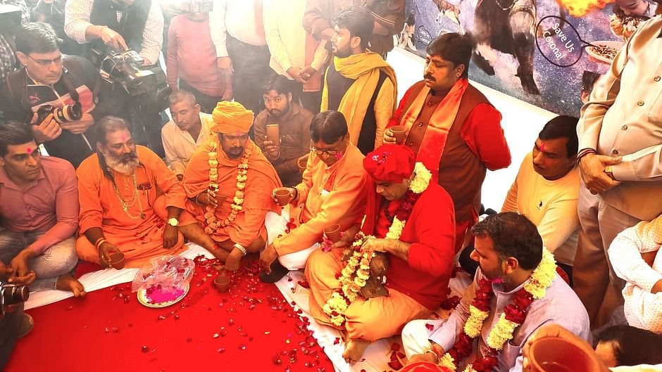 Gaumutra Party by Hindu Mahasabha in Delhi Today to for Neutralize ...