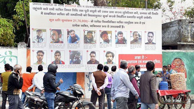 'பா.ஜ.க பிரமுகர்களிடம் பெண்கள் ஜாக்கிரதையாக இருங்கள்' : பேனர் வைத்து பதிலடி கொடுத்த CAA எதிர்ப்பாளர்கள் !