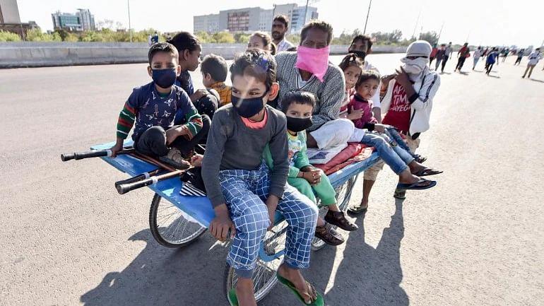 """""""இந்தியாவில் 40 கோடி முறைசாரா தொழிலாளர்கள் கடும் வறுமையில் தள்ளப்படும் அபாயம்"""" - எச்சரிக்கும் ஐ.நா!"""
