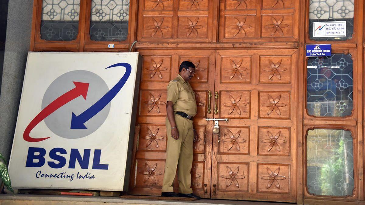 """""""இதுவரை 10 பேர் தற்கொலை; கொரோனா மேலும் வாழ்க்கையை மோசமாக்கியுள்ளது"""" : BSNL ஒப்பந்த ஊழியர்கள் ஆதங்கம்!"""