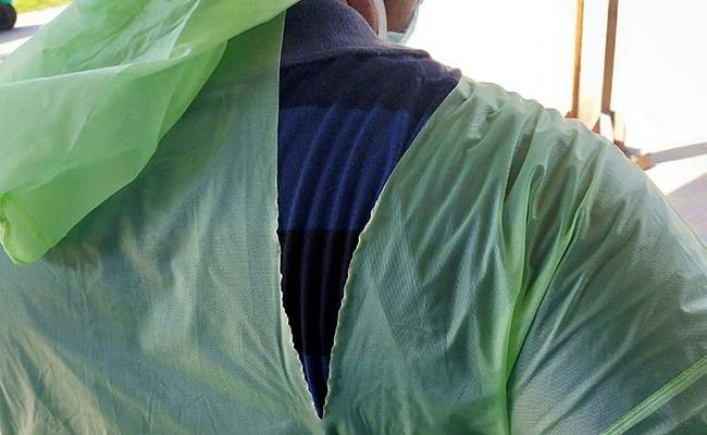 மருத்துவர்கள் ரெயின்கோட் அணிந்து சிகிச்சை... செர்பியாவுக்கு 90 டன் உபகரணங்கள் ஏற்றுமதி - வெடித்த சர்ச்சை!