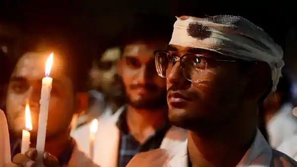 'மருத்துவர்களை பாதுகாக்க சட்டம்' - மத்திய, மாநில அரசுகளை வலியுறுத்தி மெழுகுவர்த்தி ஏற்றும் நிகழ்வு!