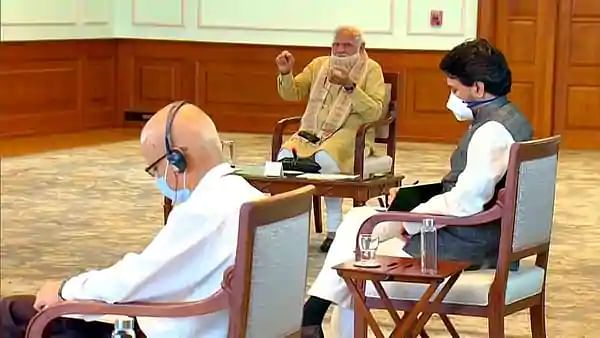 """கொரோனா பாதிப்பு மண்டலங்கள் : """"மாநில அரசை கலந்து ஆலோசிக்காமல் முடிவெடுப்பதா?"""" - நாராயணசாமி  ஆவேசம்!"""