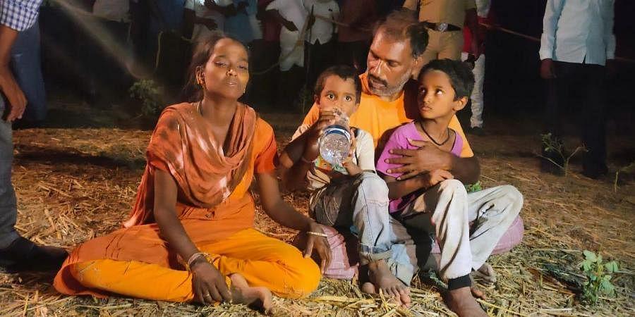 மீண்டும் ஒரு சுஜித்: ஆழ்துளை கிணற்றில் விழுந்த 3 வயது குழந்தை 12 மணிநேர போராட்டத்துக்கு பிறகு உயிரிழப்பு!
