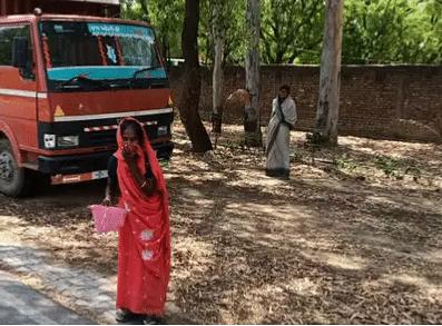30 கி.மீ... 15 மணி நேரம் - மோடி தரும் ரூ500 வாங்க நடந்து சென்று ஏமாற்றத்துடன் திரும்பிய பெண்!