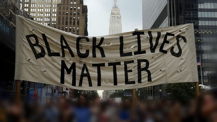 """""""மூச்சுவிட முடியவில்லை; கொன்றுவிடாதீர்கள்"""" : கருப்பின மக்கள் அமெரிக்காவில் போராட்டம் #BlackLivesMatter"""