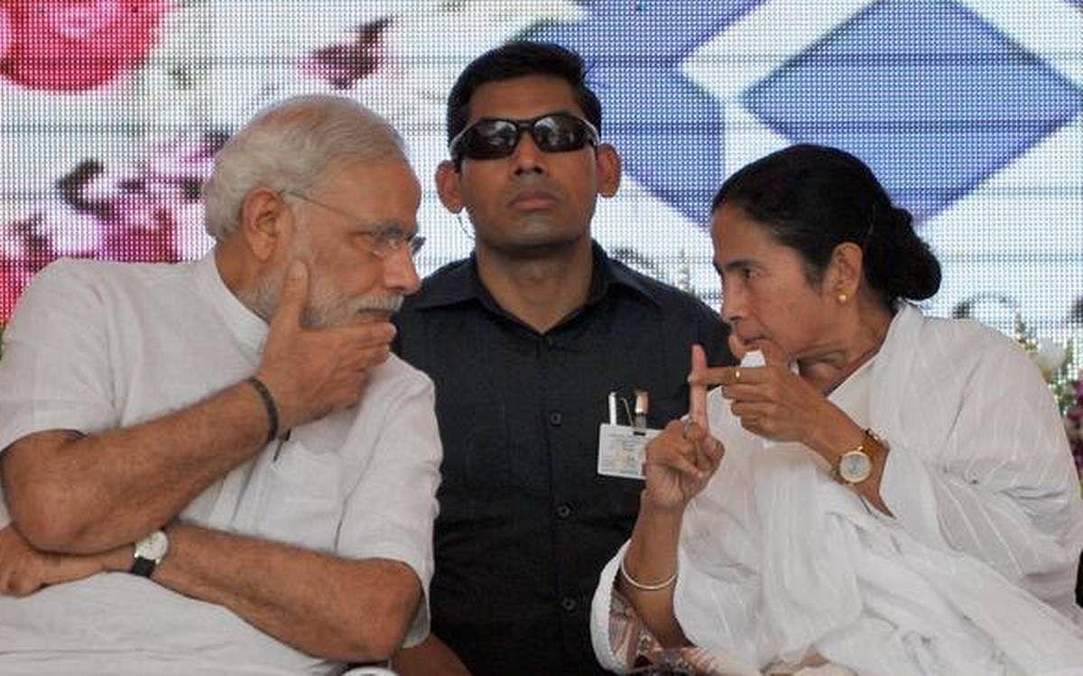 """""""தொழிலாளர்களுக்கு ரூ.10,000 வழங்குங்கள்... இதற்காவது PMCares-ஐ பயன்படுத்துங்கள்"""" - மம்தா பானர்ஜி ட்வீட்!"""