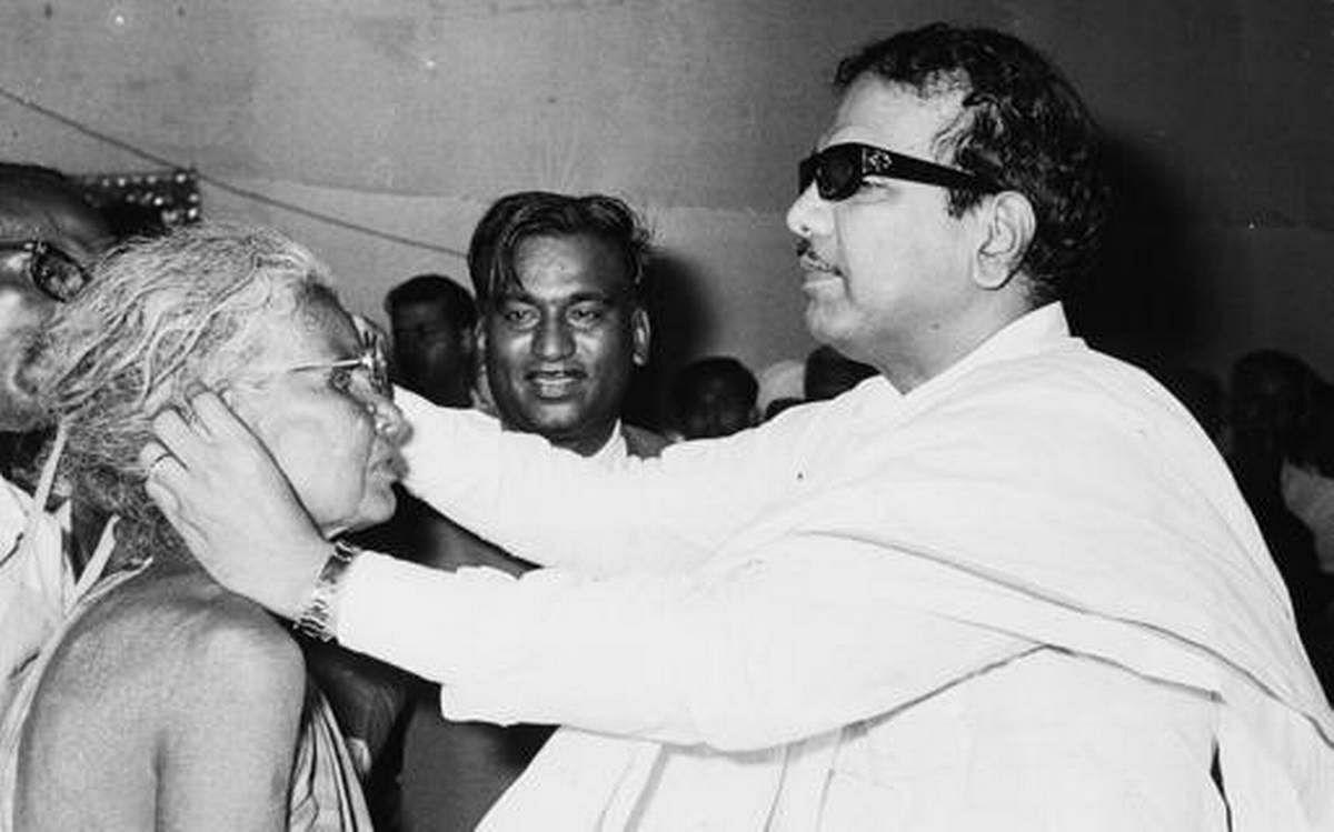 """""""நவீன தமிழ்நாட்டின் சிற்பி"""" - ஒவ்வொரு துறைக்கும் கலைஞர் ஆற்றிய அரும்பெரும் பணிகள்! #DMK4TN"""