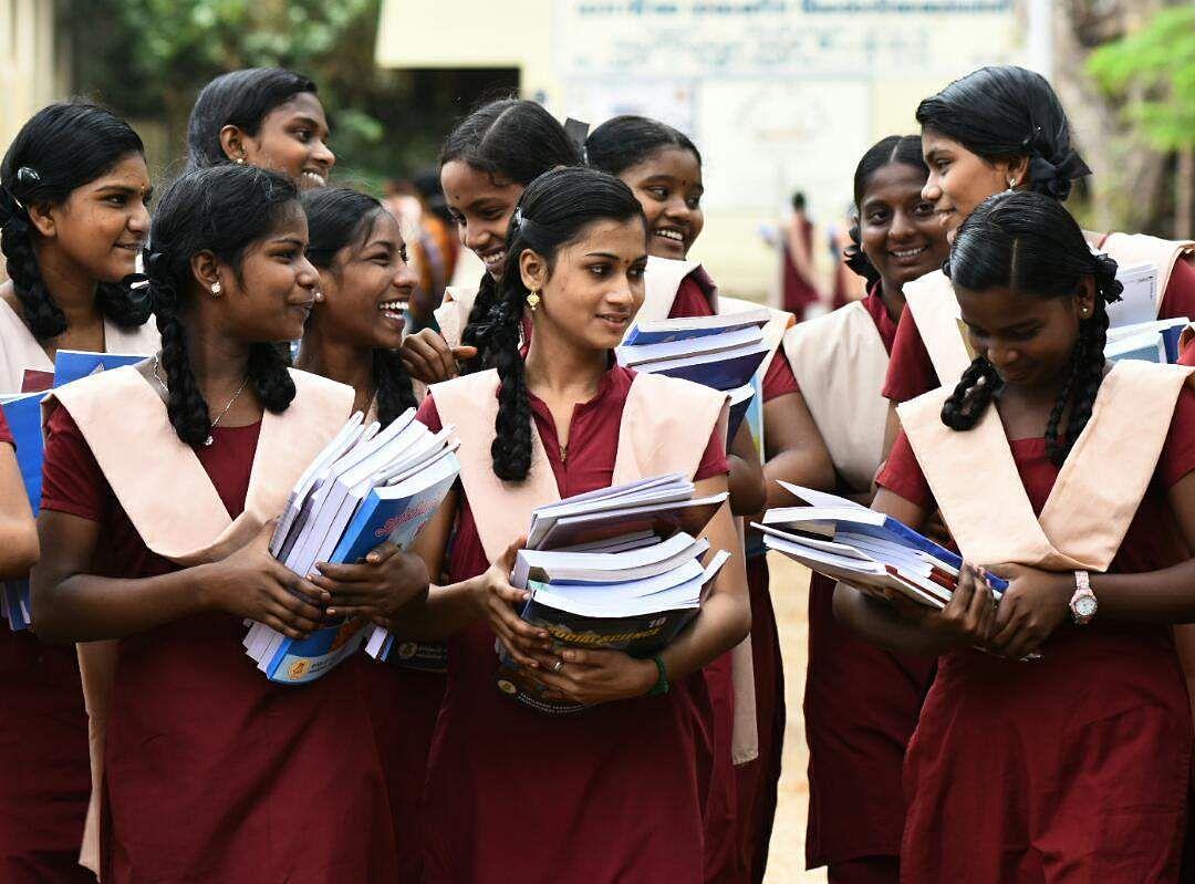 +1, +2 பாடப்பிரிவுகள் குறைப்பு... கல்வியாளர்கள் சொல்லும் அதிர்ச்சிப் பின்னணி!