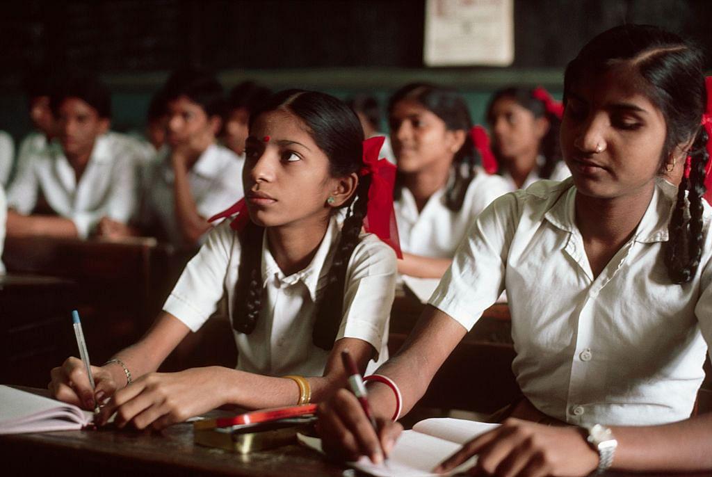 கொரோனா ஊரடங்கால் தலைவிரித்தாடும் வறுமை - 62% குழந்தைகள் படிப்பை பாதியில் நிறுத்திய அவலம்!