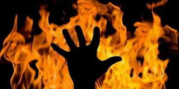 வாகனத்தை பறிமுதல் செய்ததால் தீக்குளித்த ஆம்பூர் இளைஞர் - 5 போலிஸார் பணியிட மாற்றம்