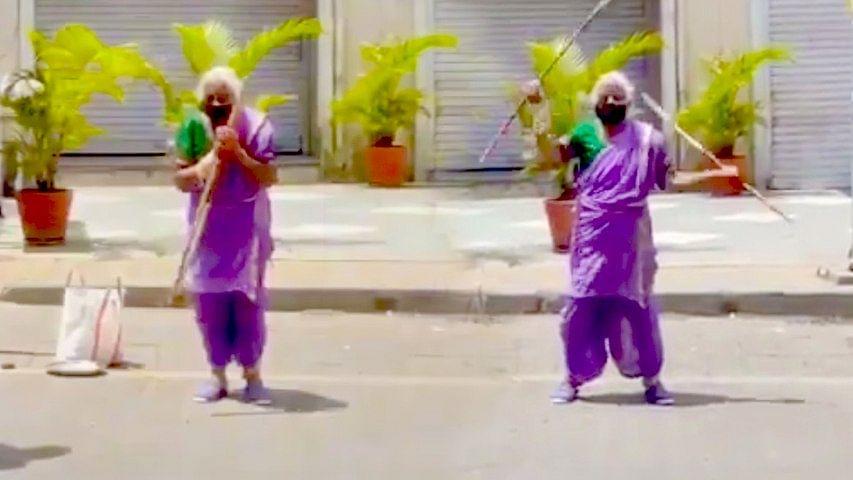 """""""85 வயதிலும் அசராமல் சிலம்பம் சுற்றும் சாந்தாபாய்"""" : உதவ முன்வந்த வில்லன் நடிகர் சோனு சூட்!"""